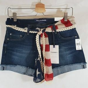 Wallflower Legendary American Rolled Shorts 9 (29)